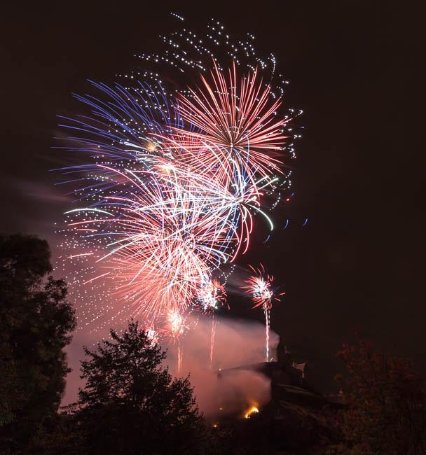Edinburgh Castle fireworks-12